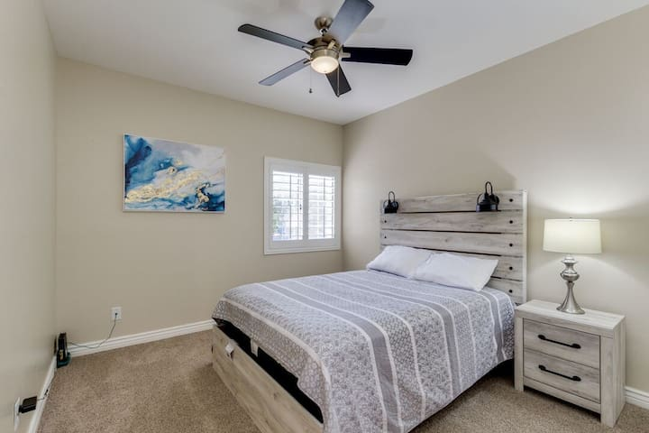 1 of 3 bedrooms. Queen Bed. Brand new carpet, new bed, new queen mattress, new dresser, new sheets/comforters, new pillows, new lamps, new shutters, new paint, new fan, etc.