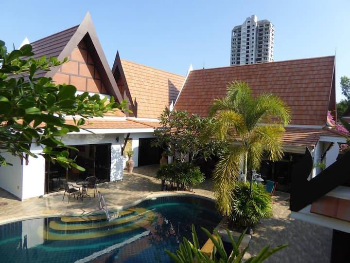 Deluxe Oriental Thai Pool Villa 4br