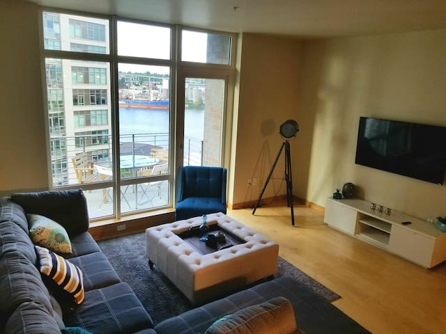 Spacious 2Bdr in the Pearl District!