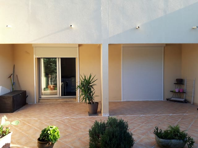 Appartement avec  grande terrasse bord de mer