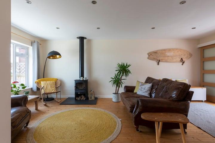 Stunning sea views-seaside retreat in family home