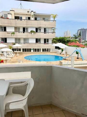 Apto em Caiobá, 3 quadras da praia com piscina