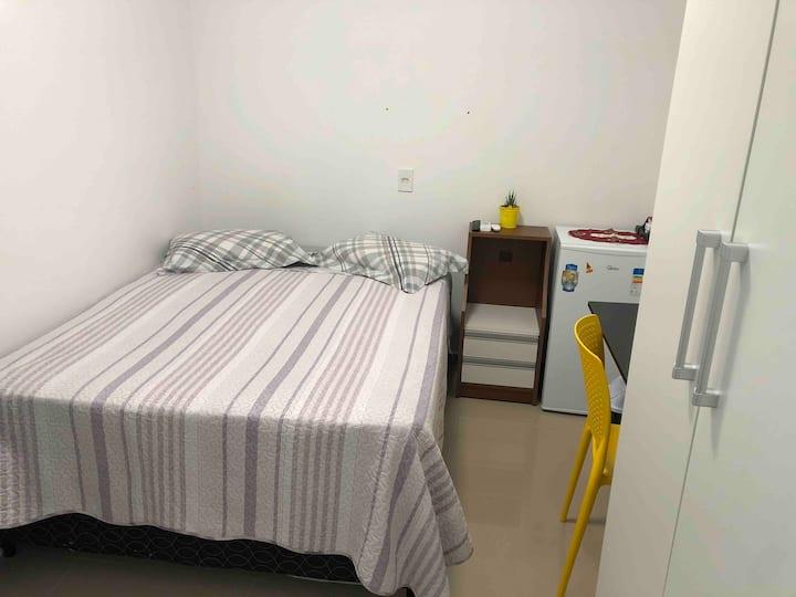 04 Suite c/banheiro privado Ar cond TV CB internet