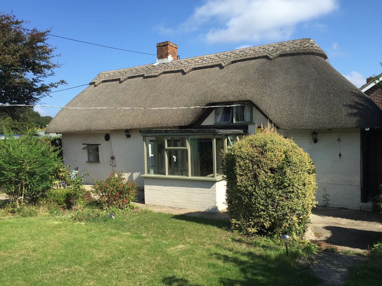 Village location, Thatch Cottage with jacuzzi