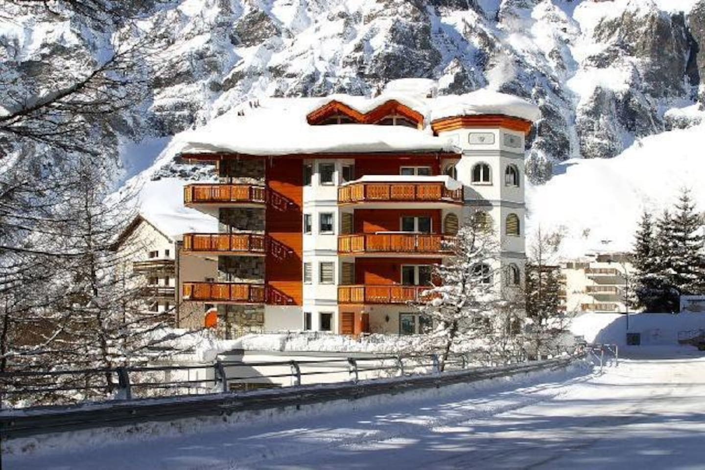 Perfect all year round with hiking trails on the doorstep, skiing up to the door in Winter and the largest thermal spa resort in the Alps.  3.9 million liters of bubbling natural thermal waters of up to 51°C (122°F) fill Leukerbad's pools daily.