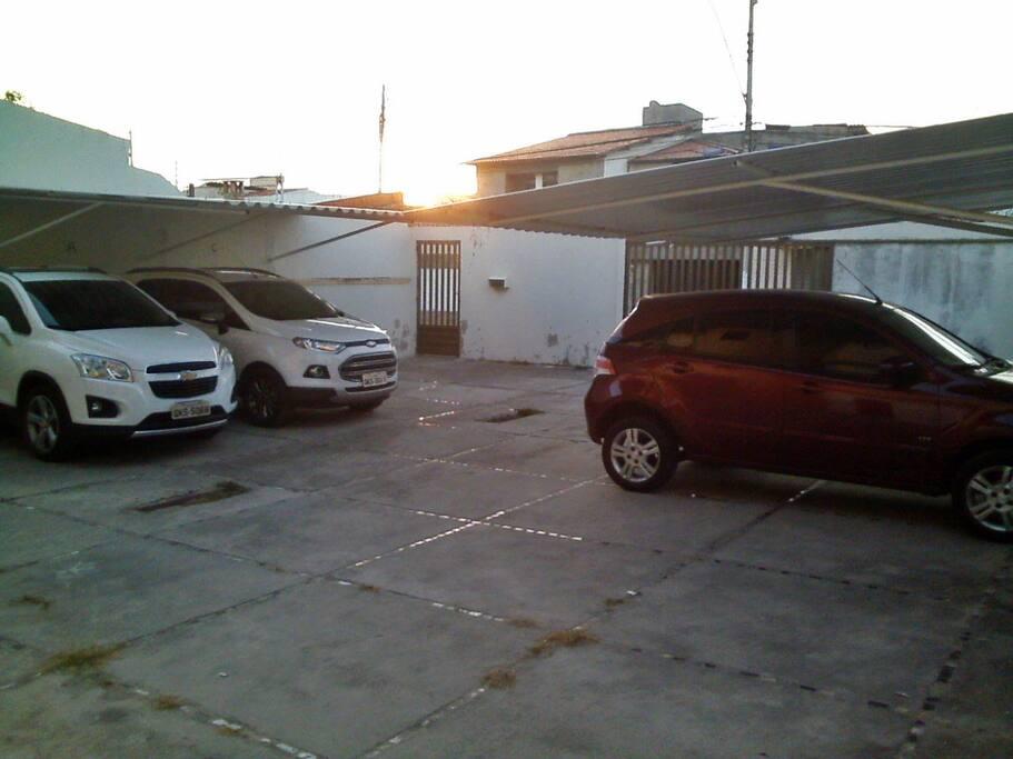 Estacionamento! Na frente do prédio