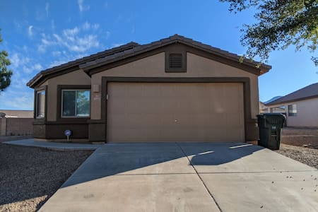 Private home in central Sierra Vista!!