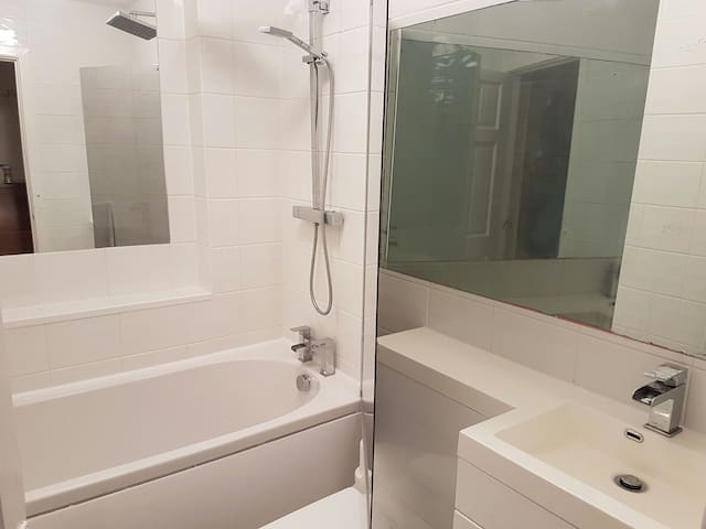 M/c Airport Apartment:Free Parking - Wilmslow, England, GB - Appartement