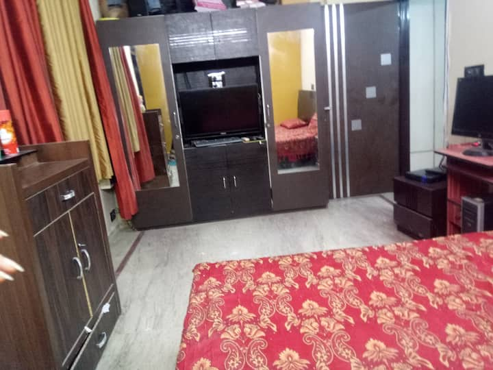 Private Apartment in front of metro station