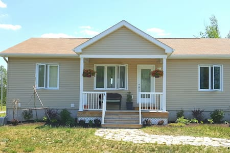 Rustic but New Country Get Away - Carleton Place - Casa