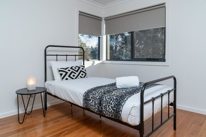 Comfy single bed in private and sunny upstairs bedroom