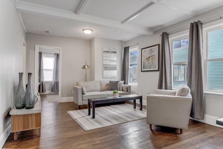 Free Parking & Only 6 miles to downtown Boston!