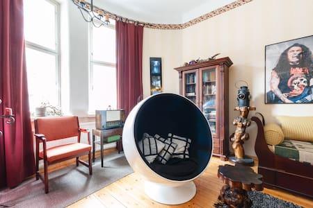 Atmospheric 2-room apartment in Hakaniemi