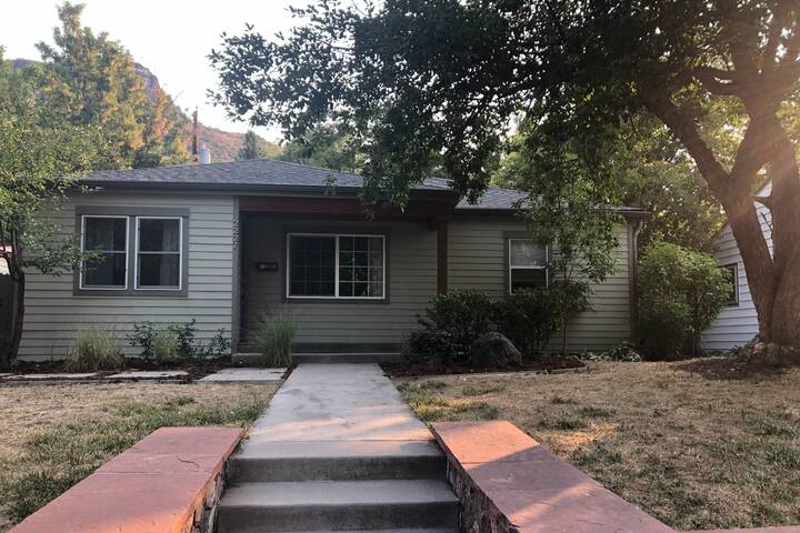 *New Listing* downtown Golden home perfect for WFA