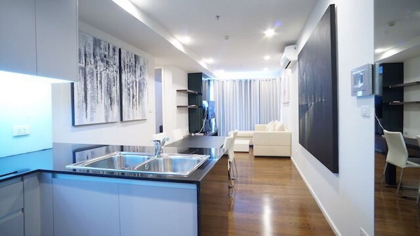 Modern Condo in Sukhumvit, 500 Meters to BTS - Bangkok - Apartment
