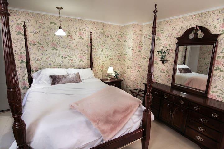 The Laurentide Inn 1880 Room