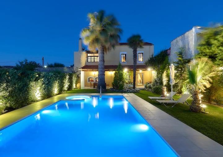 Castello Villa Daphnes - Private Pool & Whirlpool