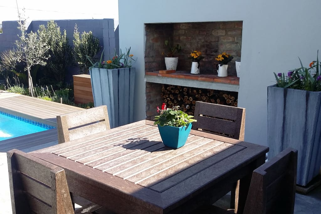 Bbq area, the host can braai... South Africa is well known for its braaivleis and sunshine