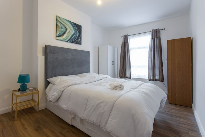 -Stylish 2BED apt 15 mins from CITY CENTRE-