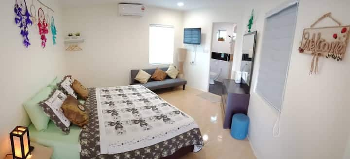 Kuching Cosy Home.. Ensuites.. Accomodate 2-4 pax