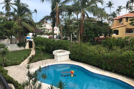 Los Corales Beach Condo - Pool Netflix BBQ Hammock