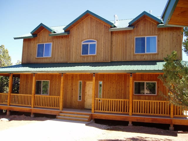 Beautiful  cabin with spectacular views near Zion