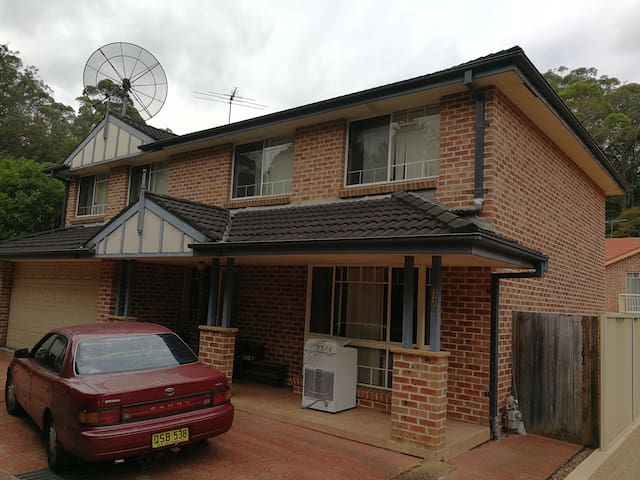 A large room in townhouse in Epping (NSW)