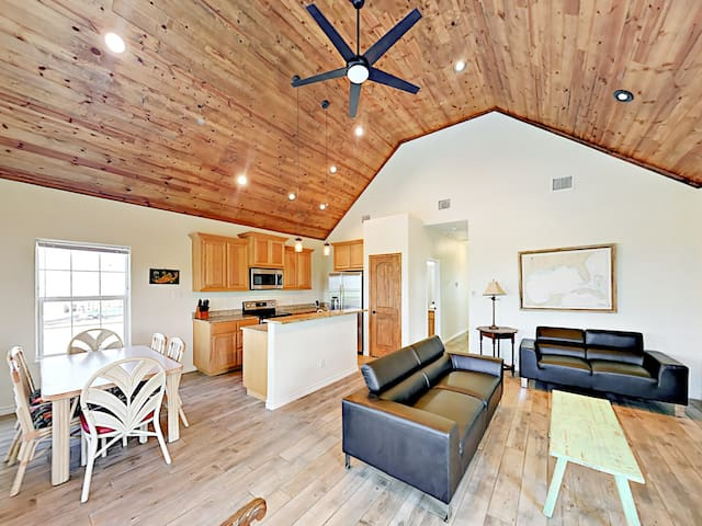 New Bay-View 3BR w/ Dock & Pool