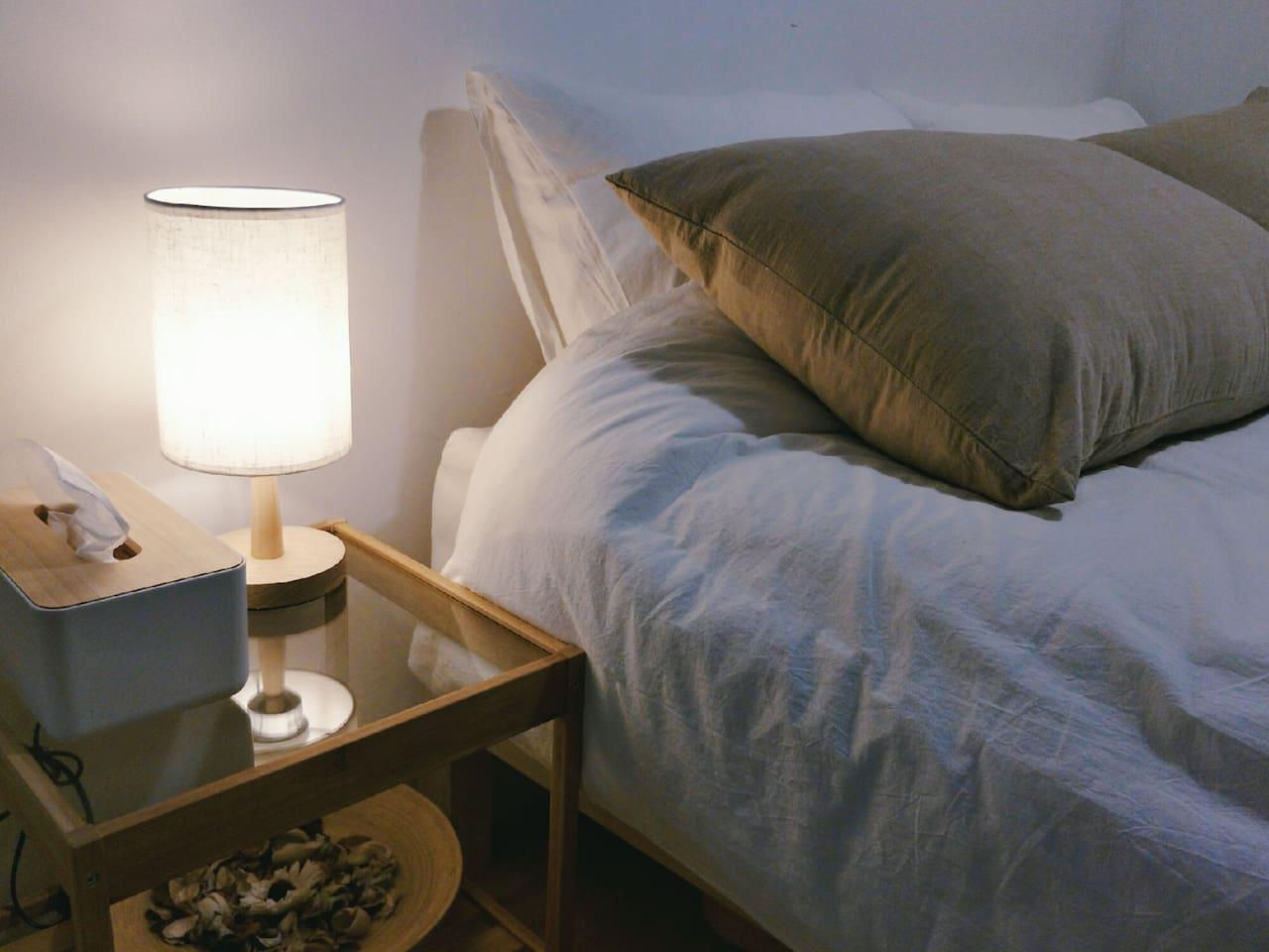 温馨木质小台灯,暖暖的灯光,怕黑的你不妨让它伴你入眠~