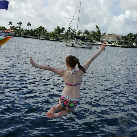 Island Villa Luxury Waterfront Pool