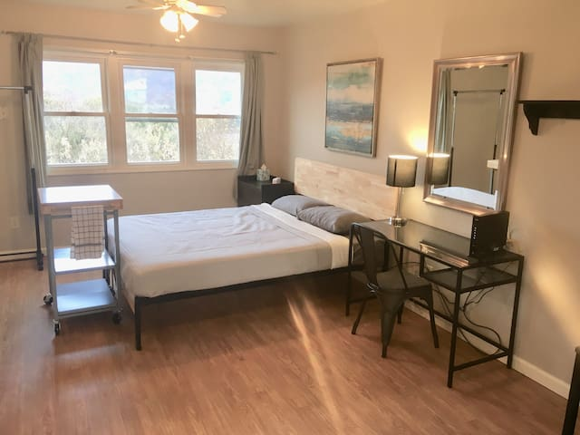 Cozy studio apartment in historic Ft Loudon Inn