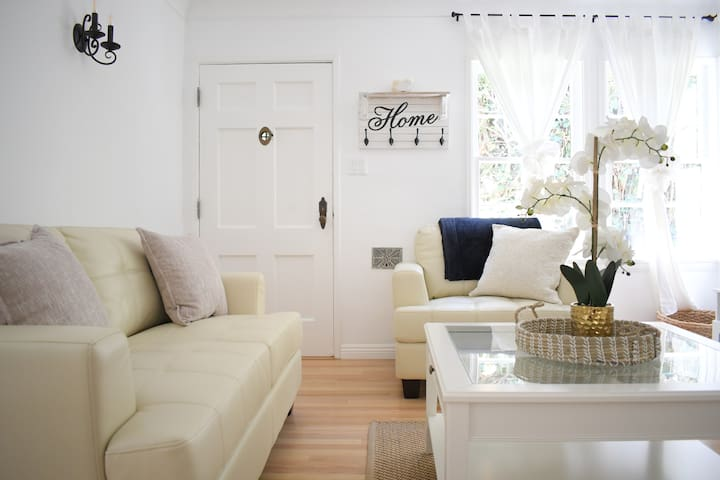 Santa Monica Cottage w/ Yard, A/C & Laundry Inside
