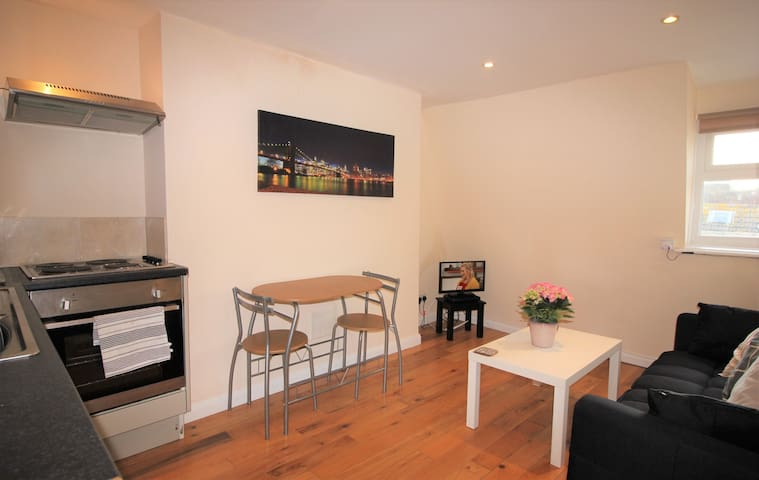 1 BED FLAT - CLOSE TO THE SEAFRONT & EVERYTHING!