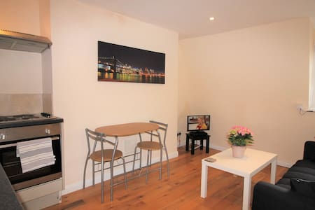 1 BED FLAT - CLOSE TO THE SEAFRONT & EVERYTHING!!!