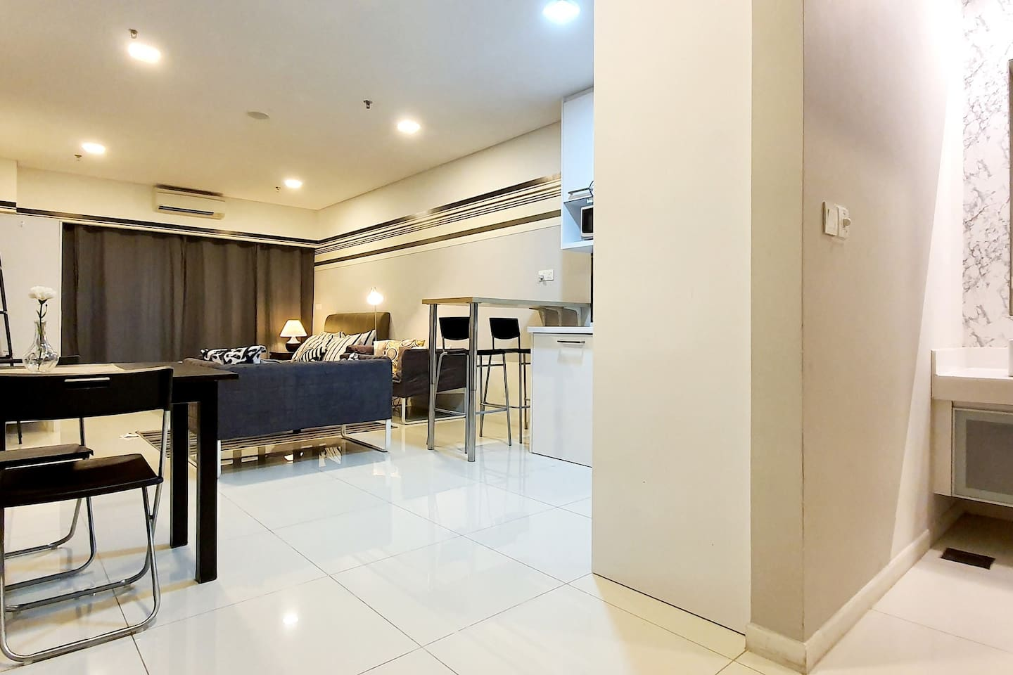 Spacious unit with the modern touch design.