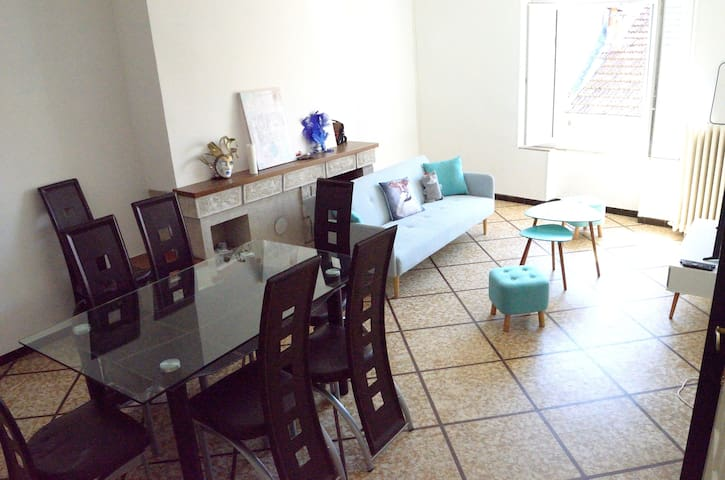 Chambre privée dans appartement centre ville Alès - Alès - Lägenhet