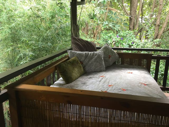 LIZZIE'S TREEHOUSE - SOUTH GOLDEN BEACH