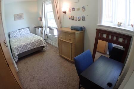 Sunny room near Downtown (Rm #3)