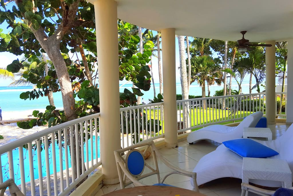 Difficult to find a larger balcony at Kite Beach. Comfy loungers and table and chairs included.