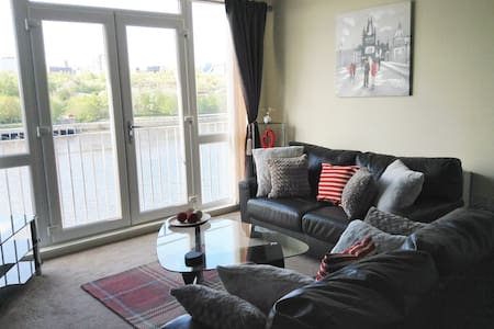 Elegant Riverside Apartment - Gateshead
