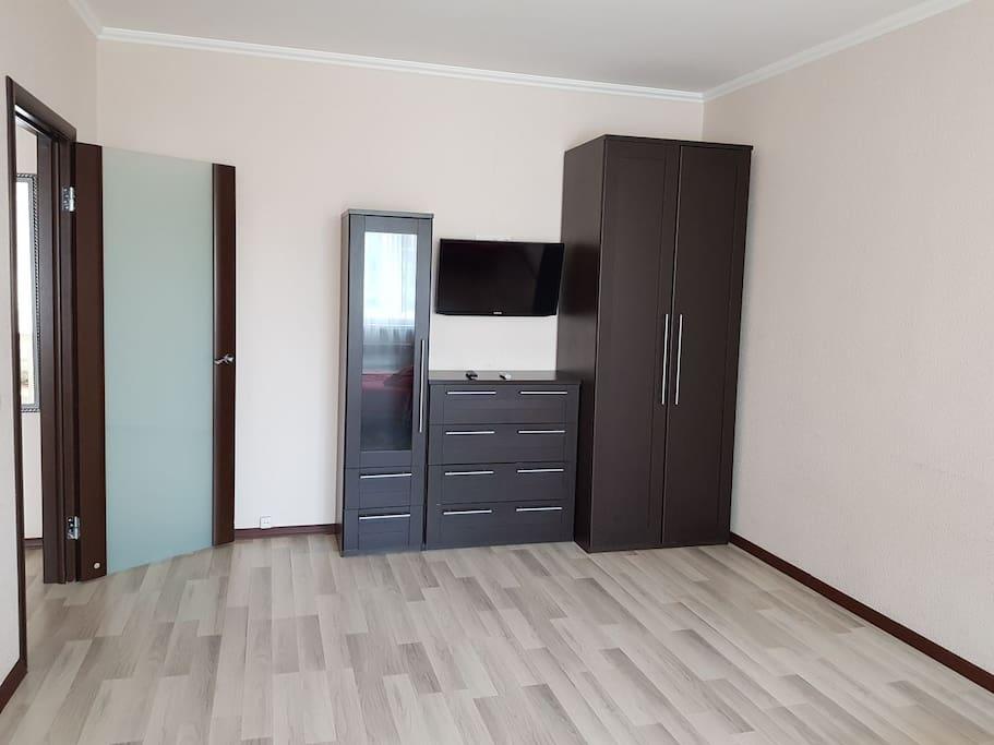 комната, шкаф, комод, телевизор жк