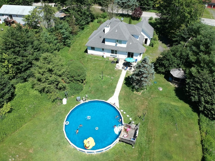 Cozy home in Pocono with private swimming pool.