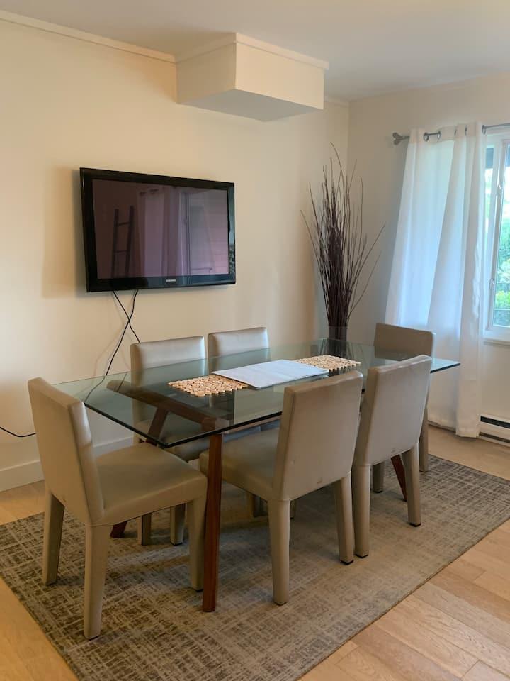 Private guest suite in beautiful Grand Boulevard