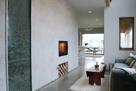 ARKhouse: Architects' Lake Front Living - Honeoye - Casa