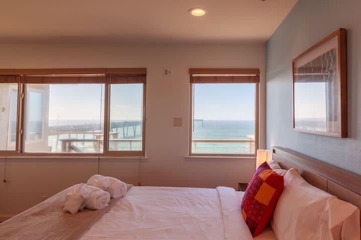 Queen bed with ocean views