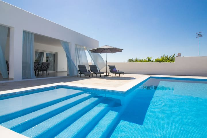 Luxe mediterranean style Villa up to 8 people