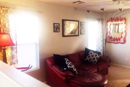 Cozy home 10 minutes from strip. - Las Vegas - House