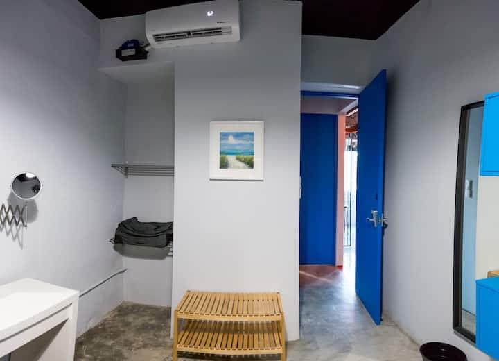 NOMADA HOSTEL | 2 BUNKS (MAX.4) | SHARED BATHROOMS