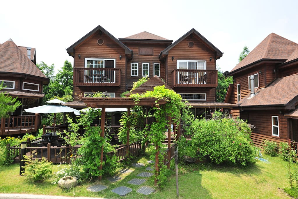 The cabin rooms for 2 are located on the second floor of this house