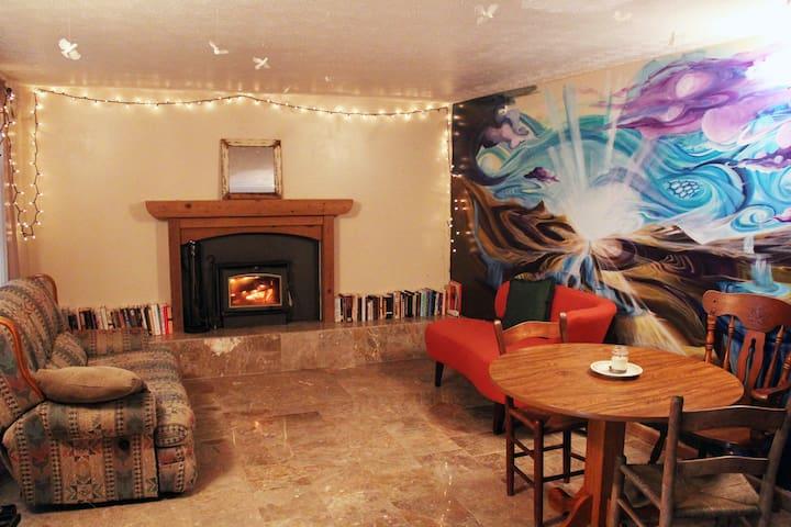 Dreamy Farm w/ Hot Tub + Fireplace - Fairview - Casa
